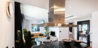 väggmonterad spis i köket | Bizbay.se