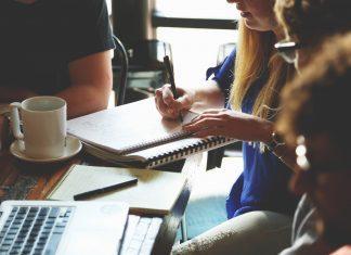 Genom att gå ett program på en yrkeshögskola kan du förbättra dina chanser till jobb | BizBay